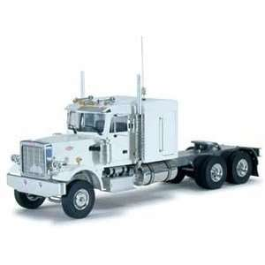 Wedico RC White Peterbilt Truck   1/14.5 scale kit