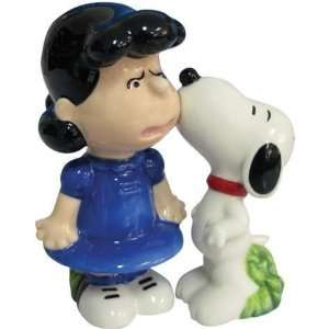 Peanuts Snoopy and Lucy Kiss Salt & Pepper Shakers